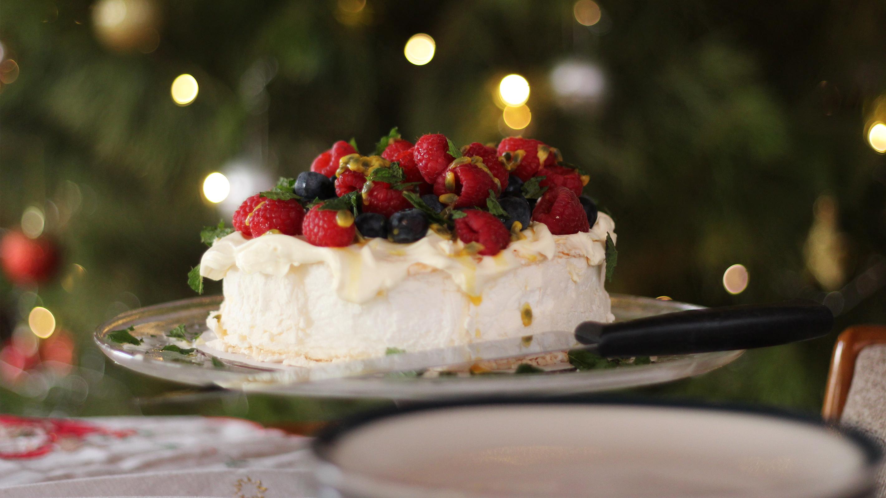 Pavlova Baiser Torte am Weihnachtsfeiertag