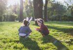 Kinder Eiersuche zu Ostern in Neuseeland