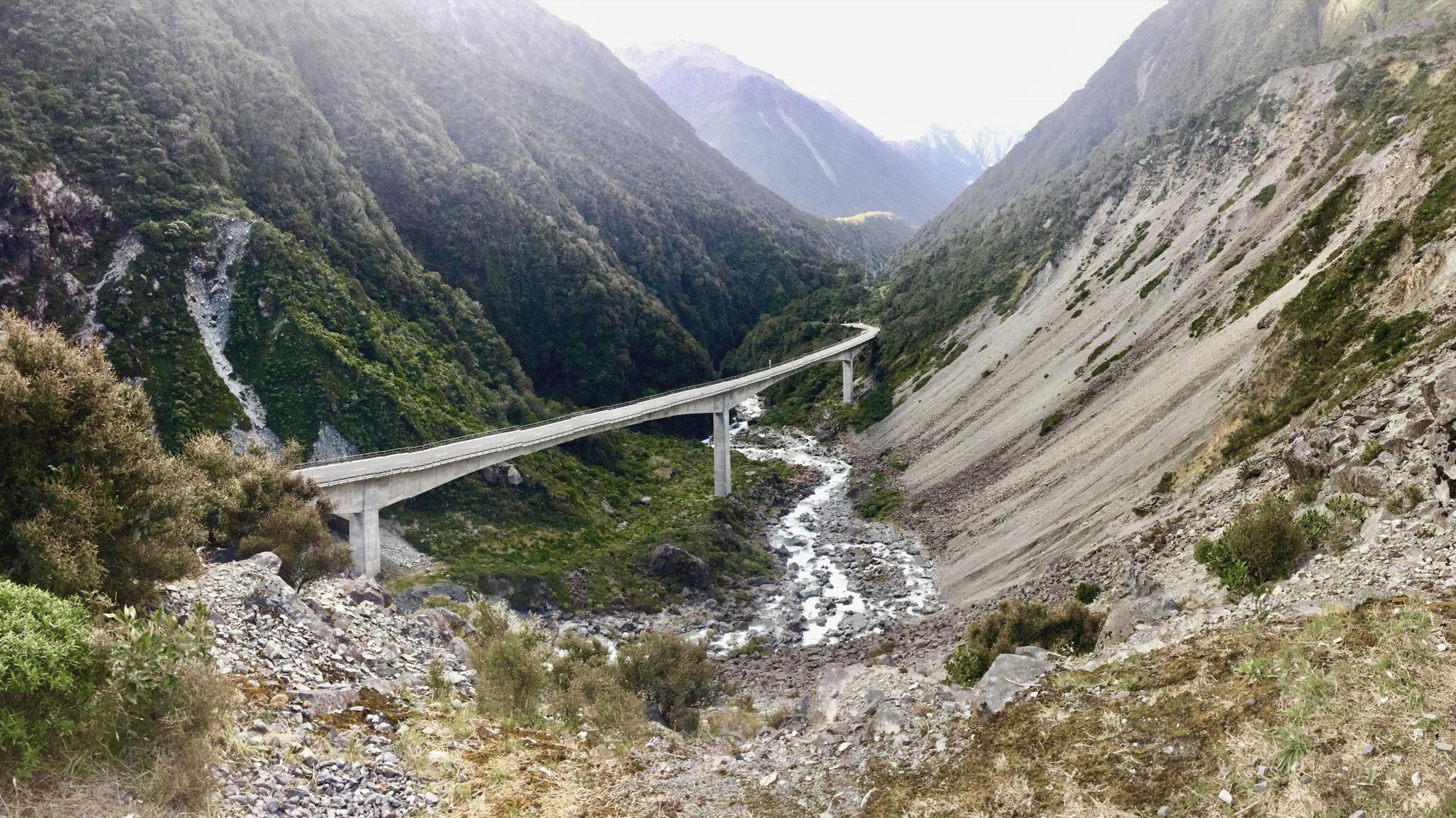 Brücke durch den Arthurs Pass auf Neuseelands Südinsel
