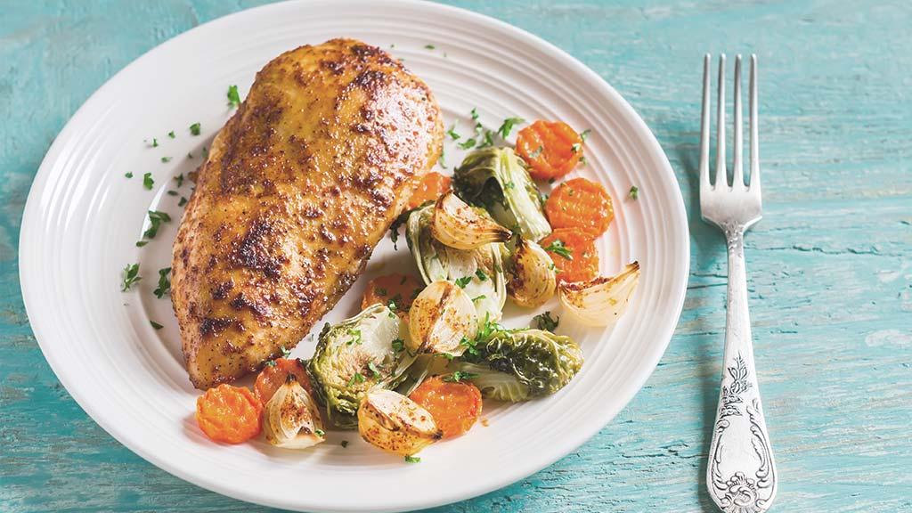 Hähnchenbrustfilets auf saisonalem Gemüse
